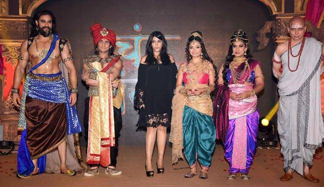 Ekta Kapoor poses for the camera with the main cast of Chandra Nandni