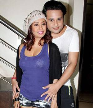 Kashmera Shah and Krushna Abhishek pose for the camera