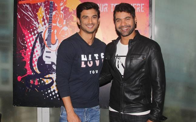 Sushant Singh Rajput promoted his upcoming film Dhoni on the sets of Shabir Ahluwalia's TV show Kumkum Bhagya. So what happened when Dhoni met Abhi, the Rockstar?