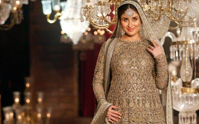 Kareena Kapoor Khan, who is expecting her first child with husband Saif Ali Khan in December this year, is glowing and how. The 35-year-old actor doesn't shy away from flaunting her bay bump and proves that she is Bollywood's coolest mom-to-be.