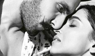 While Deepika Padukone and Ranveer Singh take some time to make things work, we take a look at some of the couples insanely hot photos which will perhaps make even them re-think their decision to go on a break.