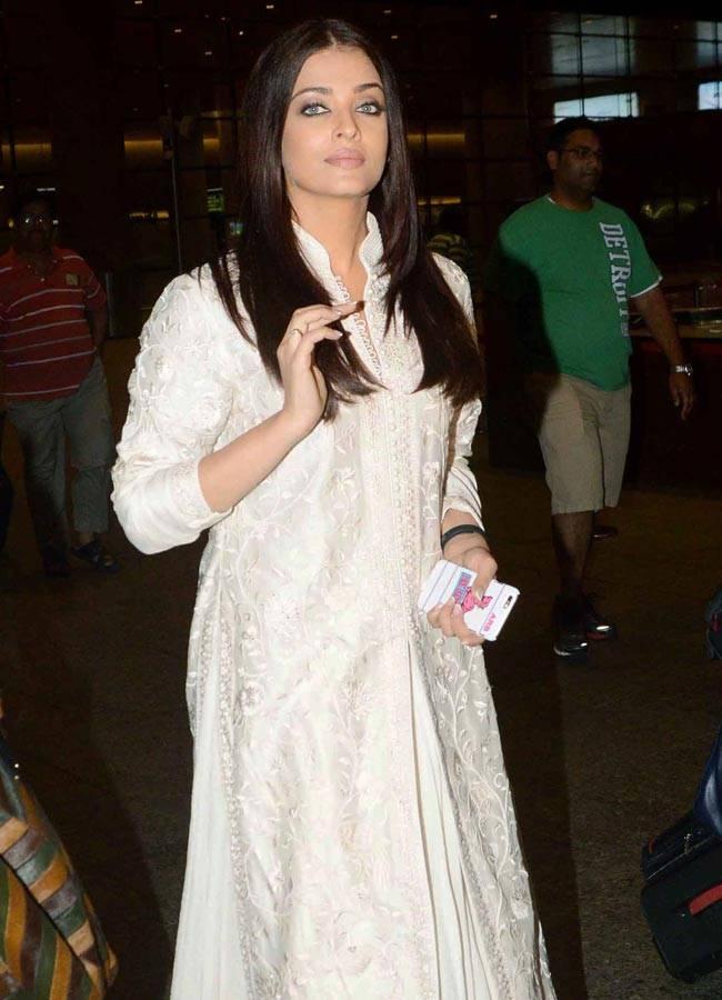 While Aishwarya Rai Bachchan looked like a regal queen at the Mumbai international airport, MS Dhoni: The Untold Story star Sushant Singh Rajput and Kriti Sanon were seen at Mehboob Studio, Mumbai.