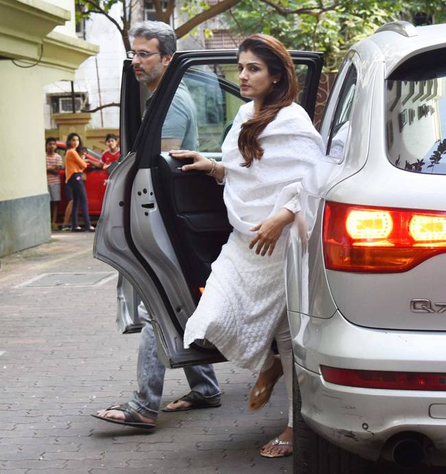 Shilpa Shetty's father Surendra Shetty passed away on Tuesday morning at his Versova residence in Mumbai following a cardiac arrest. From Raveena Tandon to Arpita Khan, many B-Town celebs came to pay their last respects.