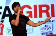 Safaigiri Awards 2016: Himesh sings in honour of Indian Army