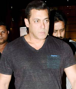Salman Khan returned to Mumbai after ringing in Diwali with family in Goa. On the other hand, Shah Rukh Khan greeted media and fans outside his house on his 51st birthday.
