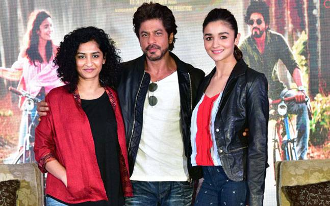 Shah Rukh Khan and Alia Bhatt raised the temperature in Delhi during the promotion of their upcoming film Dear Zindagi.
