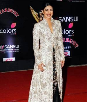 Stardust Awards 2016, red carpet fashion, Aishwarya Rai, Shah Rukh Khan, Priyanka Chopra, Sridevi, Richa Chadha, Jacqueline Fernandez, Kajol