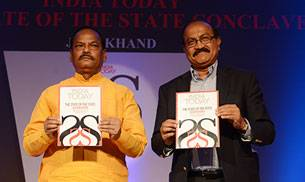 Jharkhand Chief Minister Raghubar Das launching the State of the States Report with Raj Chengappa, Group Editorial Director- Publishing, India Today Group