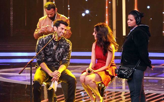 Singing reality show Dil Hai Hindustani is all set to premiere on Star Plus soon. OK Jaanu stars Aditya Roy Kapur and Shraddha Kapoor will most likely be the first celeb guests.