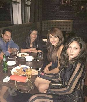Salman Khan recently organised the success party of Bigg Boss 10 and invited all the contestants, barring obviously, Om Swami and Priyanka Jagga. Mona Lisa, Vikrant Singh, Manu Punjabi, Manveer Gurjar, Bani Judge, Gaurav Chopra, Navin Prakash, Nitibha Kau