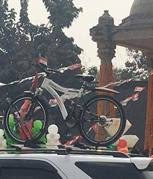 Cycle on top a car in the Akhilesh-Rahul roadshow.