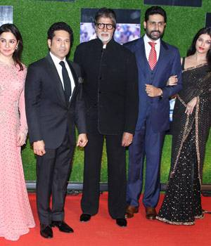 The premiere of Sachin Tendulkar's A Billion Dreams was nothing less than a star-studded affair. Bollywood's who's who came to cheer for master blaster at the premiere of the film.