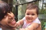 Karanvir Bohra with daughter