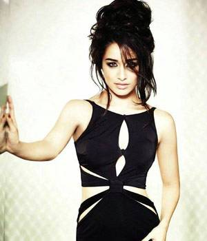 She is one of Bollywood's most popular actress of recent times. Her films set the box office on fire. But not many know that Shraddha Kapoor worked at a coffee shop. Yes, the Half Girlfriend actor's first job was at a coffee shop in Boston.