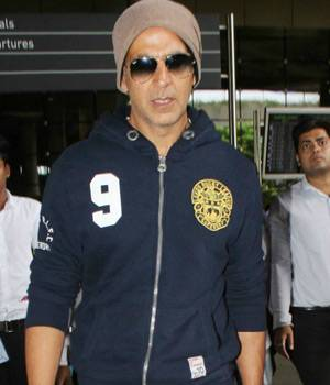Anushka Sharma was at her stylish best during the promotions of Jab Harry Met Sejal, while Akshay Kumar returned to the country from the UK, where he was shooting for Reema Kagti's Gold.