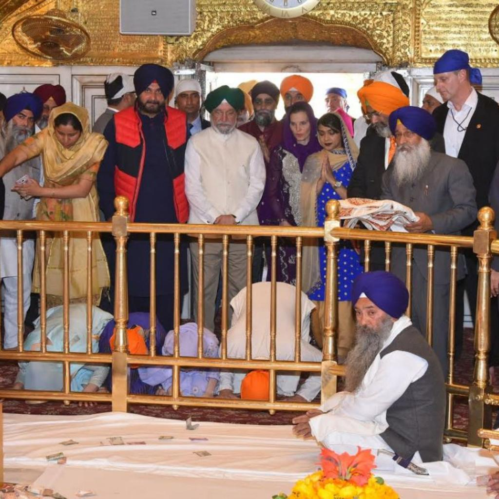 Canadian PM Justin Trudeau with his family at Golden Temple