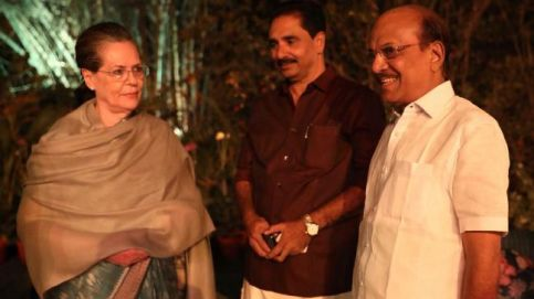 Sonia Gandhi hosts dinner with atleast 20 political parties
