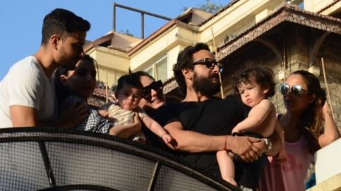 (L-R) Kunal Kemmu, Soha Ali Khan holding Inaaya, Kareena Kapoor Khan, Saif Ali Khan holding Taimur, Amrita Arora