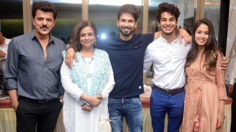 (L-R) Rajesh Khattar, Neelima Azeem, Shahid Kapoor, Ishaan Khatter and Mira Rajput