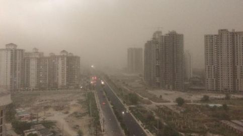 Dust storm in Noida