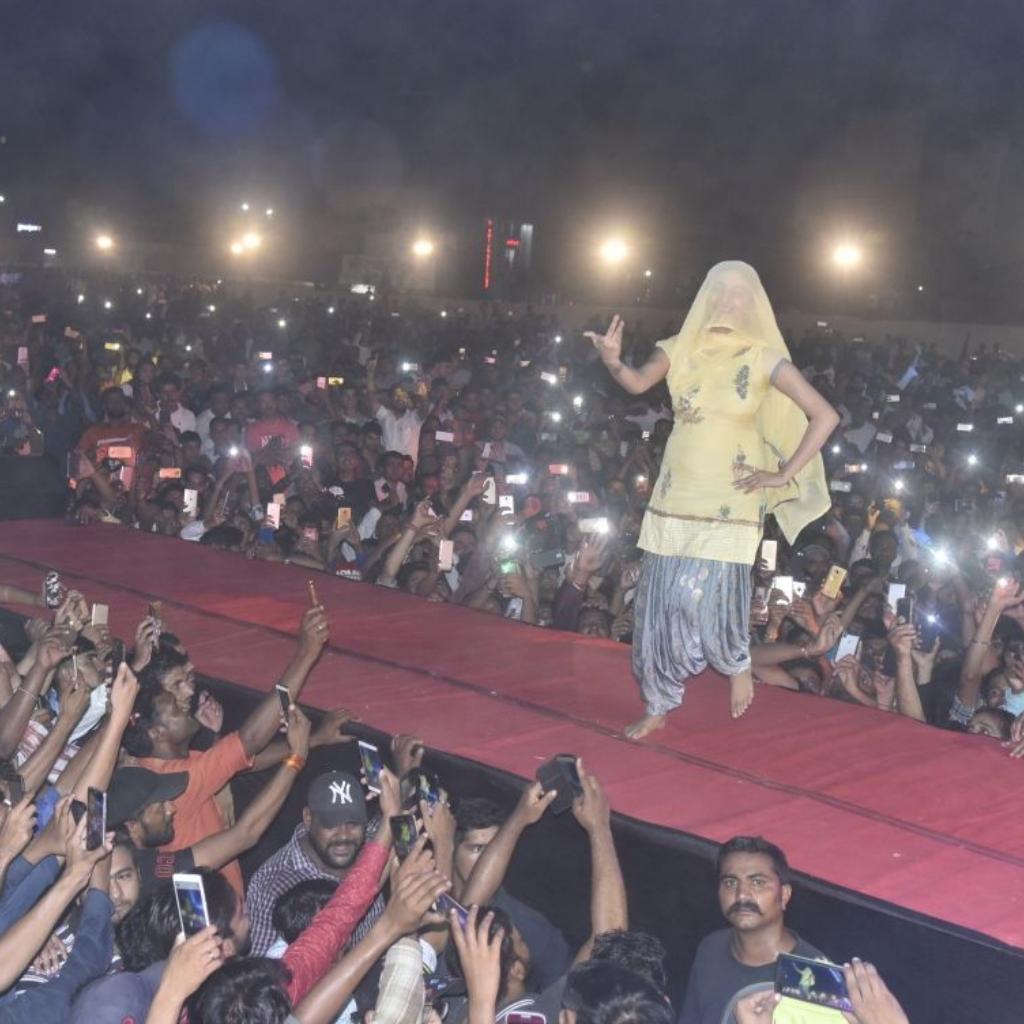 Teri Aakhya Ka Yo Kajal Superhit Sapna Song New Haryanvi Video Song 2018: Bigg Boss 11 Contestant Sapna Choudhary's Huge Fan Frenzy