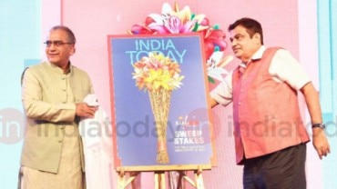 Aroon Purie and Nitin Gadkari at Safaigiri Awards 2018