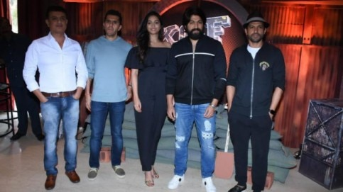KGF team with Farhan Akthar and Ritesh Sidhwani