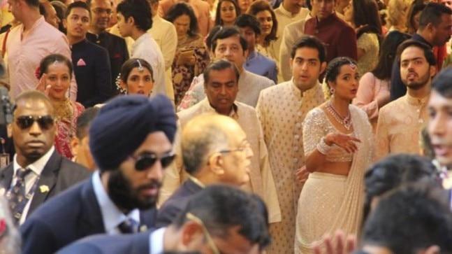 Mukesh Ambani welcomes the baaraat with his family.