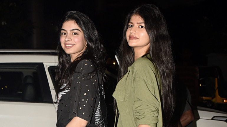 Khushi Kapoor paints the the town red with bestie Anjini
