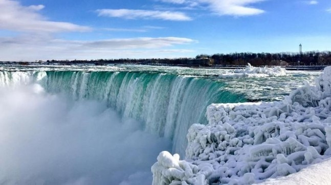 Parts of the Niagara Falls have frozen Photo: ingegroot