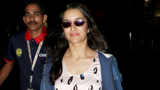 Shraddha Kapoor is a fashion disaster at the airport Photo: Yogen Shah