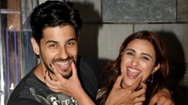 Sidharth Malhotra and Parineeti Chopra are all smiles at the wrap up party of Jabariya Jodi.