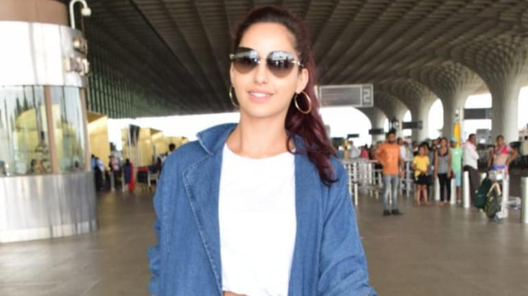 Nora Fatehi at the airport Photo: Yogen Shah