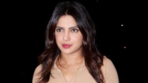 Priyanka Chopra at airport Photo: Yogen Shah