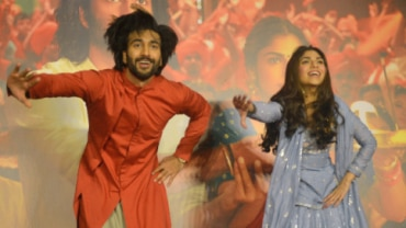 Meezaan and Sharmin danced on the new song at the launch.