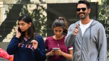Arjun Rampal with daughters
