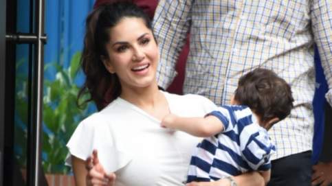 Sunny Leone with kids Photo: Yogen Shah