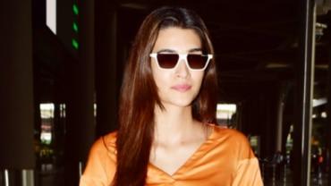 Kriti Sanon at the airport Photo: Yogen Shah