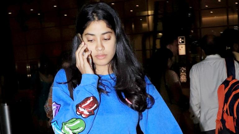 Janhvi Kapoor at the airport Photo: Yogen Shah