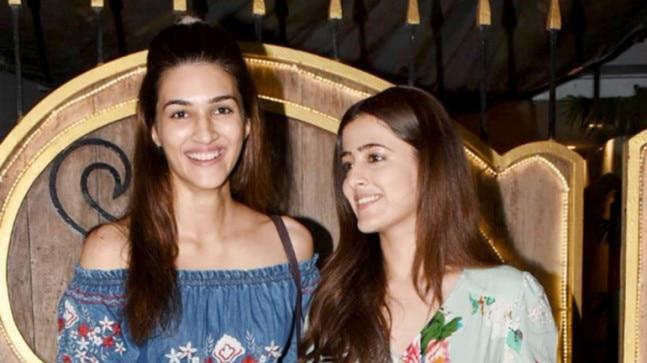 Kriti Sanon in Juhu, Mumbai with sister Photo: Yogen Shah