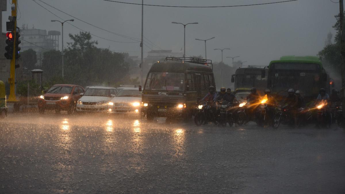 Rains lash Delhi and traffic comes to a halt due to waterlogged road