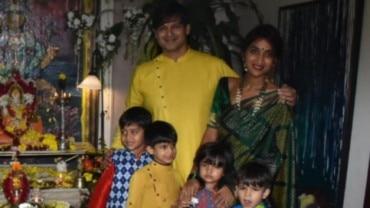 Vivek Oberoi with wife Priyanka and kids bid goodbye to Ganpati Bappa