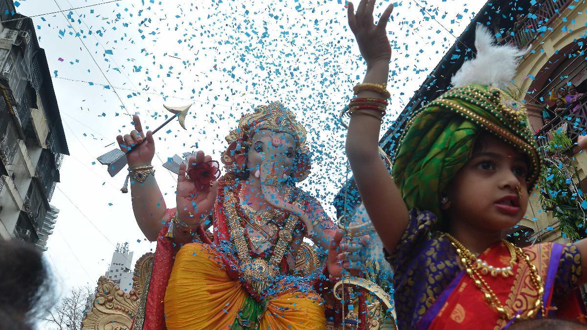 Lord Ganesh takes Mumbai streets for last time this year: Ganpati Visarjan photos