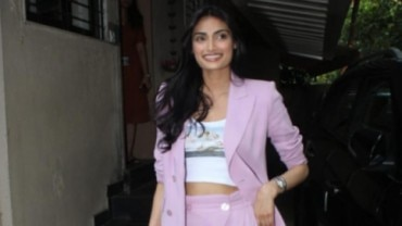 Athiya Shetty on outing Photo: Yogen Shah
