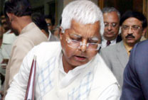 Lalu presents please-all budget, slashes fares