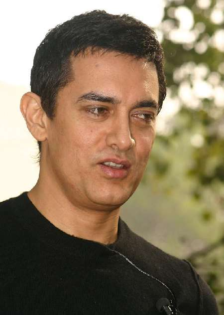 Aamir 'learns' from TV journalists