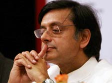 Tharoor chair shaky as Cong hardens stand