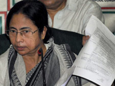 Mamata seeks early Assembly polls in WB