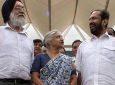 (L to R) Sports Minister MS Gill, Delhi CM Sheila Dikshit and OC Chairman Suresh Kalmadi.