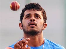 Sreesanth replaces injured Praveen Kumar for WC